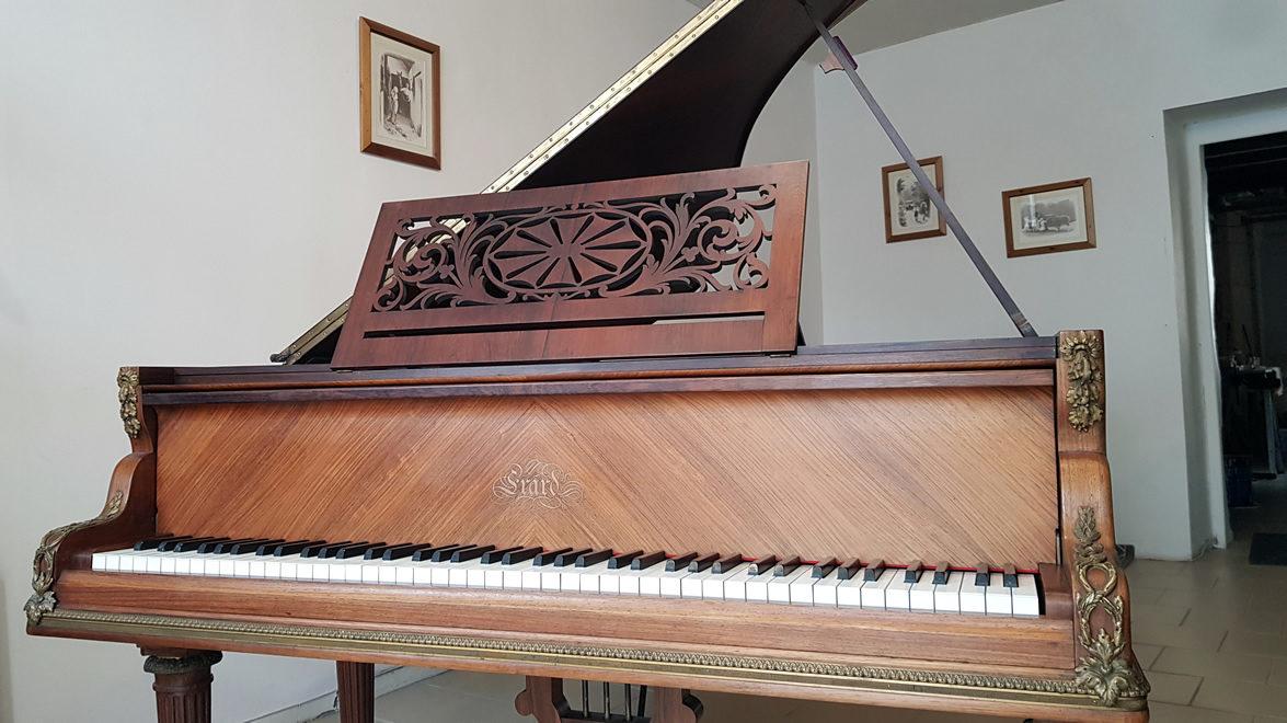 PIANO QUEUE ERARD LOUIS XVI TURBEC 1909