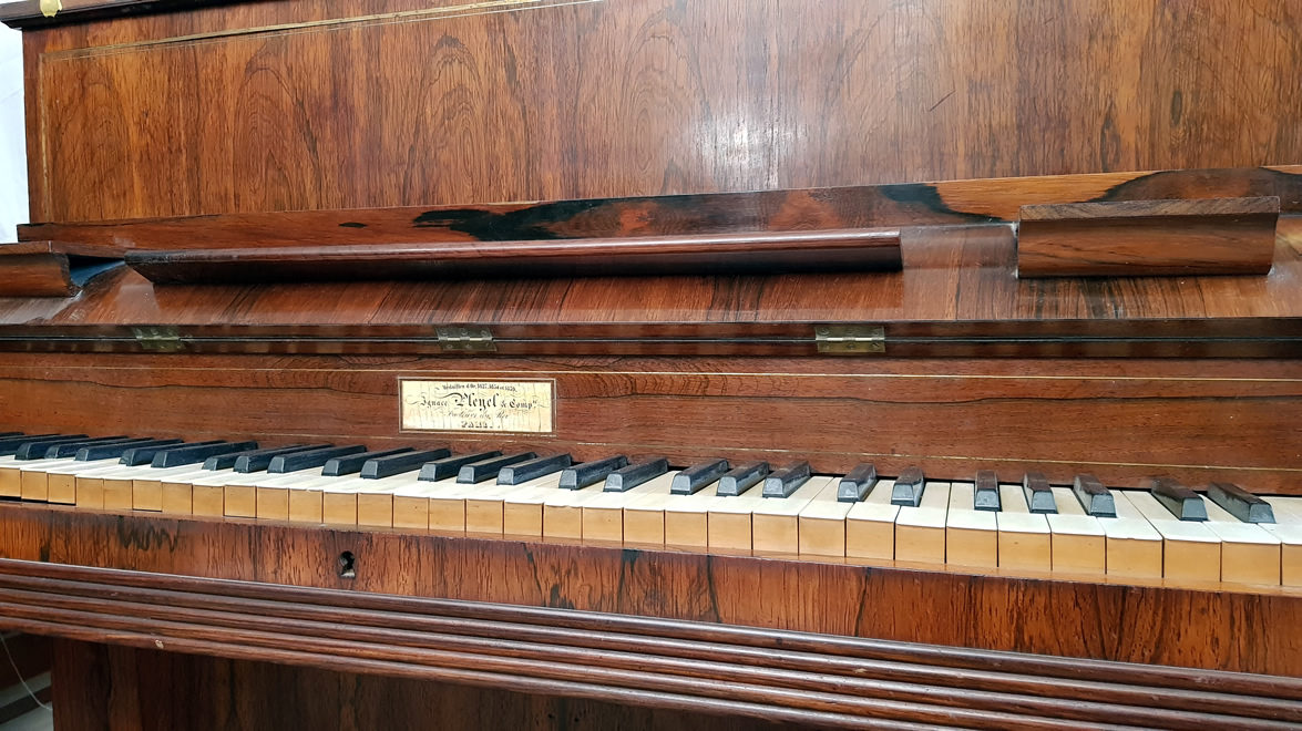 PLEYEL Pianino 6oct D.Filets1839