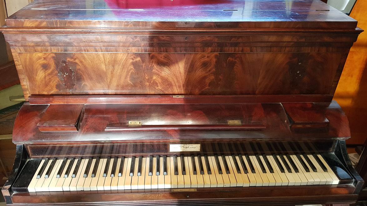 PLEYEL Pianino Acajou Ronceux 1839