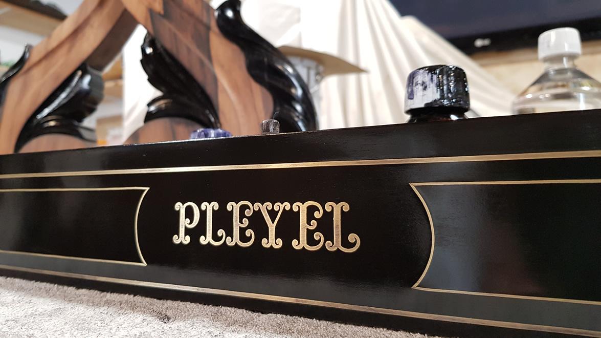Ébénisterie piano ancien PLEYEL