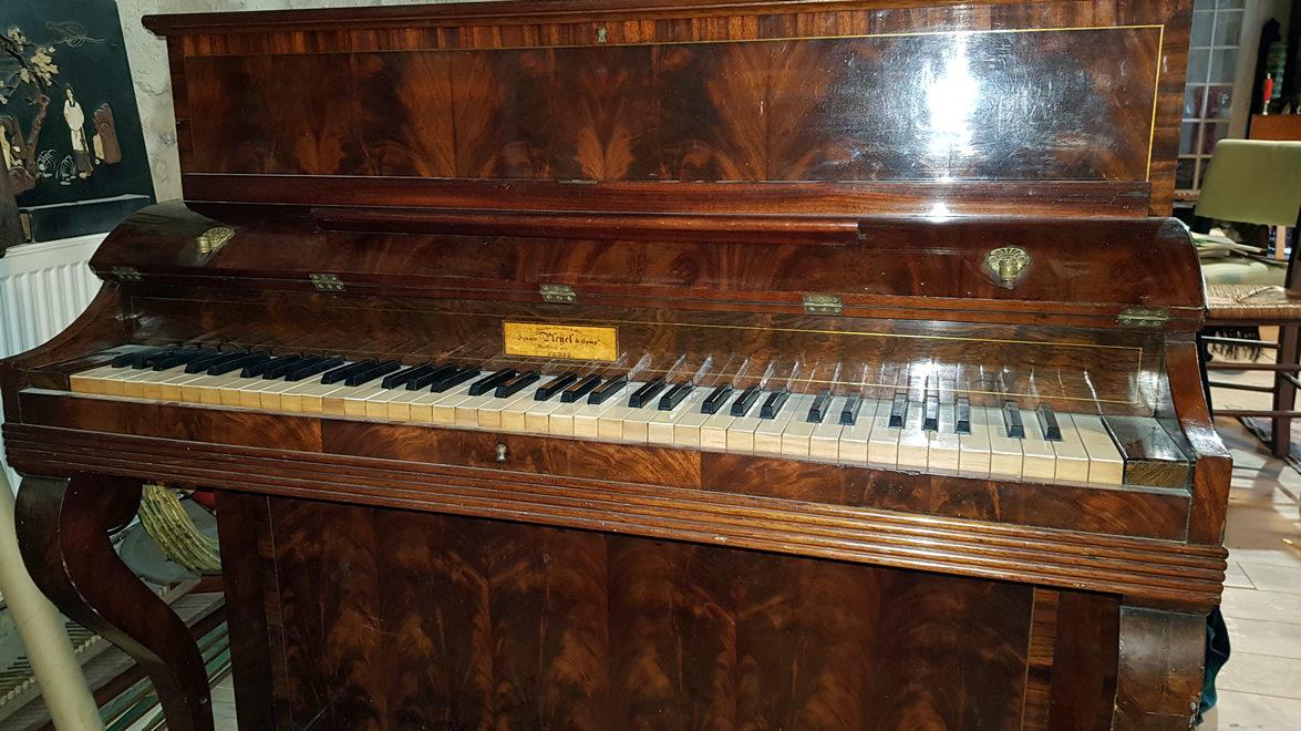 PLEYEL Pianino acajou de Cuba ronceux 1837