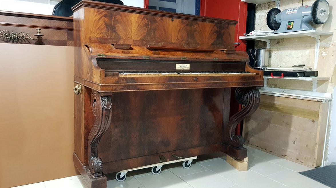 PLEYEL Pianino Acajou Ronceux 1850