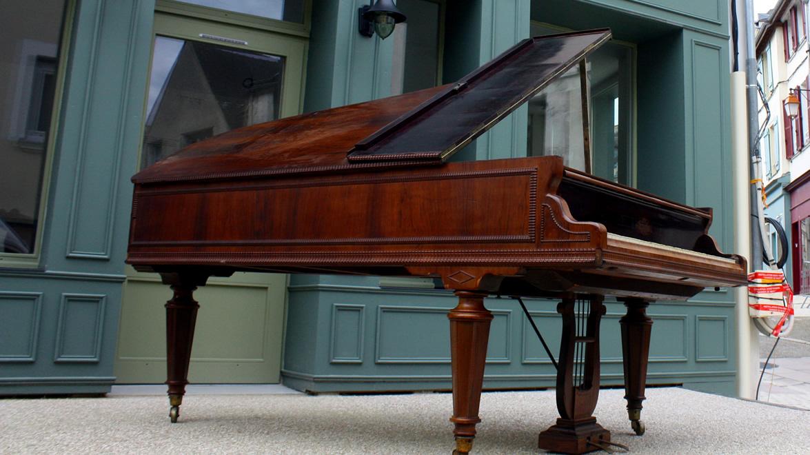 Piano à queue ERARD 1847 palissandre montant